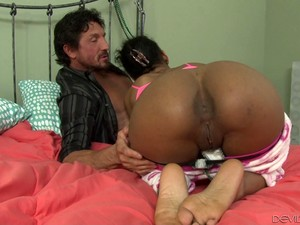 Ebony Screams In Pleasure While Her Pussy Hosts An Insanely Huge Cock
