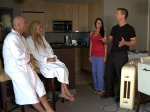 Couples Massage In A Hotel Room Turns Into An Oral Foursome