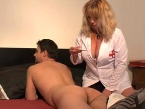ممرضة
