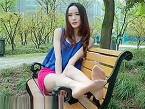 Chinese Foot 赤足者 173-兰兰公园展示超薄短肉丝