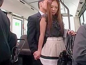 户外,公共场所,超短裙