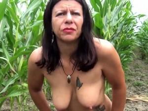 Ферма,На природе,Тату,Шлюха
