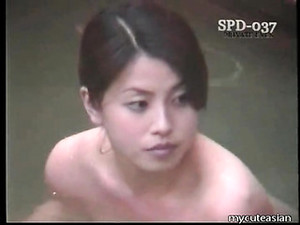 Naked Asian Washes Her Body In The Public Baths