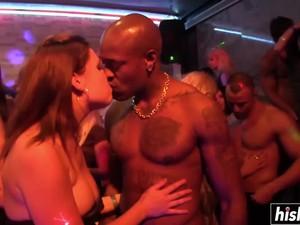 Hot Club Girls Have Gone Wild