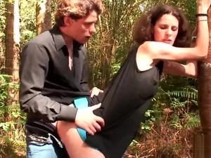 Maman Cougar Enchaine Les Bites Dans Le Cul Et Le Bon Sperme
