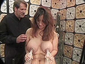BDSM,Peitos grandes,Bondage,Amamentando,Mamilos,Bomba peniana