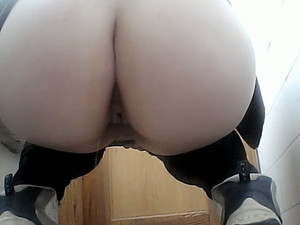 Some Dirty Teen Amateur Pussy Of A White Chick In The Toilet
