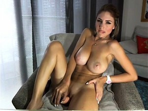 Awesome Milf Oiling Her Big Boobs