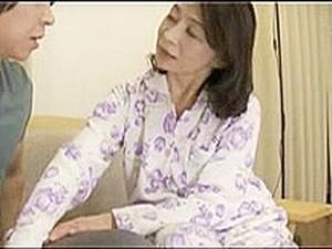 亚洲妈妈,日本色情,熟女,妈妈