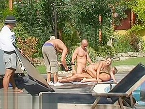 Üçlü,Sahne arkası,Boşalma,Çifte anal,Çifte giriş,Macar porno,Genç anal