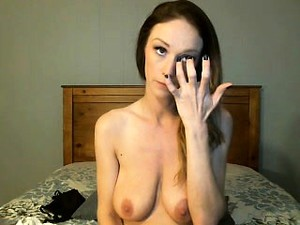 Sexy Camgirl With A Gorgeous Smile Puts Her Saggy Breasts O