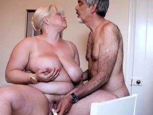 بنت جميله كبيره,زبر كبير,بزاز كبيره,سمين,راجل عجوز